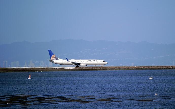 United737-900-1